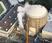 Image - Outside photo of the reactor-3 building at Mihama, where the accident happened, showing the steam coming out of the turbine hall